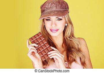 mulher, deleite, segurando, chocolate, bonito