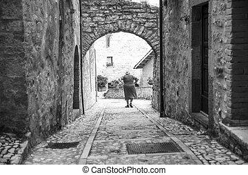 mulher, desça, a, escadas, país, de, itália