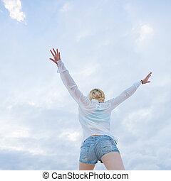 mulher, desfrutando, freedom., despreocupado