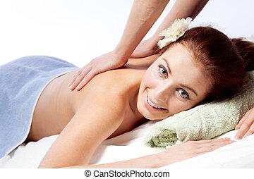 mulher, desfrutando, jovem, massagem