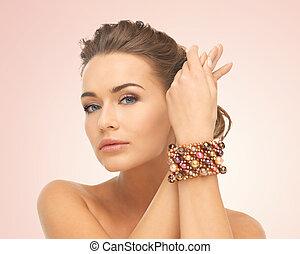 mulher, desgastar, pulseira, com, contas