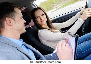mulher, dirigindo, car, exame, estudante, instrutor