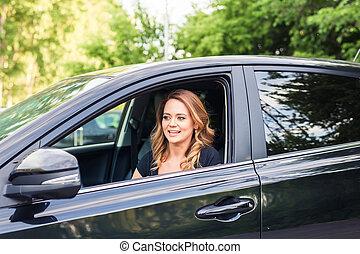 mulher, dirigindo, car, jovem, retrato, sorrindo