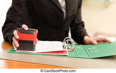mulher, documentos, estampando, mão