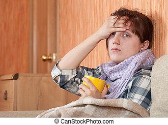 mulher, doença, chá quente, bebendo