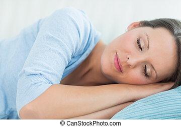 mulher, dormir, sofá
