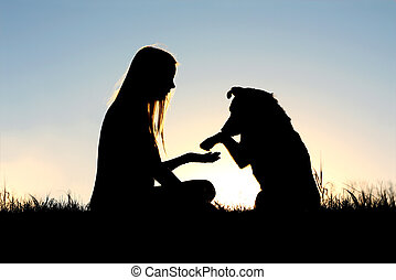 mulher, e, dela, cão, apertar mão, silueta