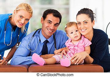 mulher, e, menina bebê, com, saúde, trabalhadores