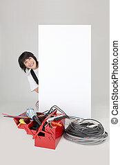 mulher, eletricista, atrás de, branca, painel