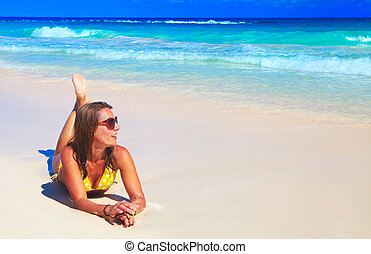 mulher, em, biquíni, ligado, a, praia.