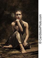 mulher, em, dourado, vestido