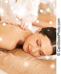 mulher, em, spa, salão, começando massage