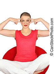 mulher, em, um, t-shirt vermelho