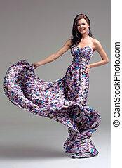 mulher, em, vestido floral