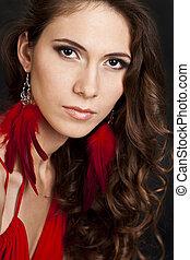 mulher, em, vestido vermelho, com, longo, cabelo ondulado, ligado, experiência preta