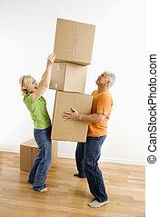 mulher, empilhando, boxes.