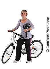 mulher, empurrar, um, bicicleta