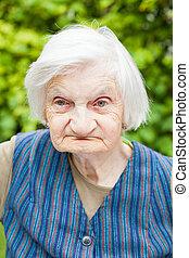 mulher, envelhecido, jardim