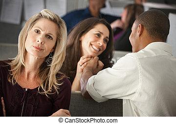 mulher, envying, coworkers