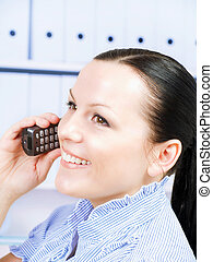 mulher, escritório, chamando, telefone, morena, sorrindo