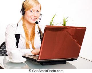 mulher, escritório, trabalhando, computador, loura, sorrindo