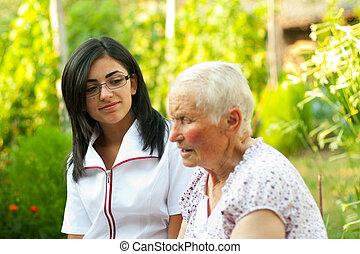 mulher, escutar, idoso
