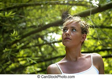 mulher, estava pé, amongst, ramos