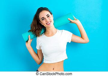 mulher, esteira yoga, segurando