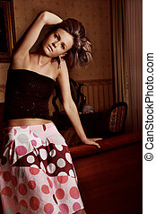 mulher, excitado, jovem, retrato, elegante, sala, bonito