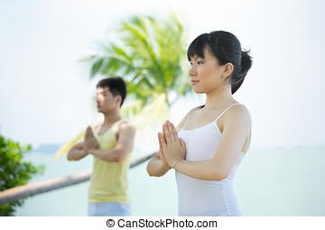 mulher, executar, yoga., homem