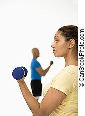 mulher, exercitar, com, dumbbell.