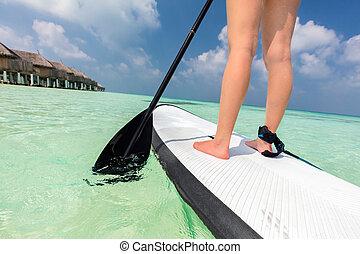 mulher, faz, levante-se, remo, embarcar, ligado, a, oceânicos, em, maldives
