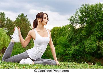 mulher, fazendo, esticar, exercícios