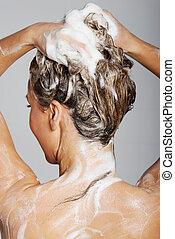 mulher, fazendo exame um chuveiro