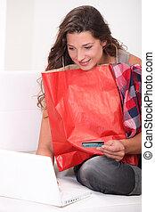 mulher, fazendo, online, shopping.