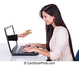 mulher, fazendo, shopping linha, ou, operação bancária
