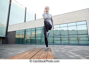 mulher, fazer, passo, exercício, ligado, rua cidade, banco