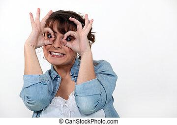 mulher, fazer um rosto engraçado