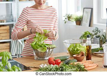mulher, fazer, um, salada