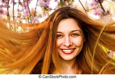 mulher feliz, com, bonito, cabelo longo, e, flores