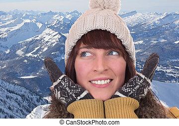 mulher feliz, com, luvas, e, boné, montanhas