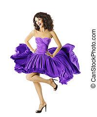 mulher, feliz, dançar, sorrindo, menina jovem, em, waving, vestido
