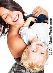 mulher feliz, jogar criança, menino