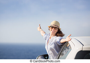 mulher feliz, motorista, praia