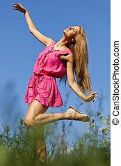 mulher feliz, natureza, dançar