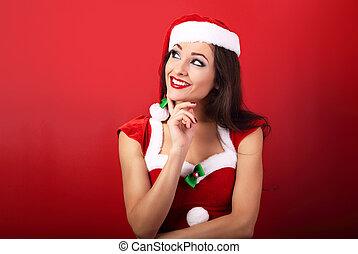 mulher feliz, santa, pensando, claus, cima, space., olhar, traje, fundo, sorrindo, cópia, natal, vazio, vermelho