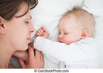mulher, filha, dela, cama, calmo, mentindo