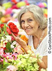 mulher, flores, aposentado