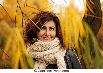 mulher, folhas, ao ar livre, parque, outono, moda, outono, modelo
