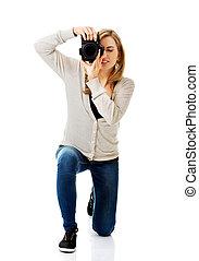 mulher, fotógrafo, com, dslr